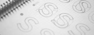 bocetos dibujados en un cuaderno de la letra S