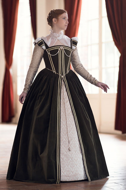 French renaissance dress 1560