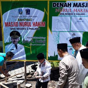 wisata religi; ziarah makam; masjid nurul hakim malang