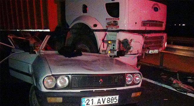 Diyarbakır Çınar'da kamyon otomobili ezdi: 1 yaralı