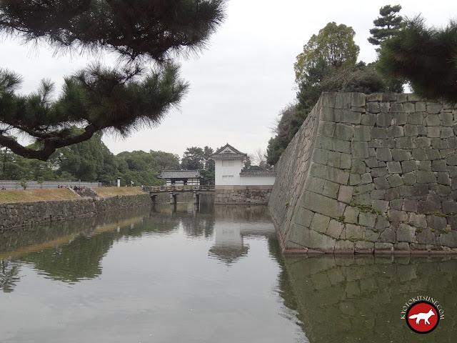 Vu intérieur des remparts du château Nijo