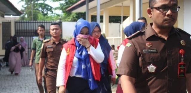 Trio Emak-Emak Penyebar Kampanye Hitam Jokowi di Karawang Didakwa 7 Tahun Penjara