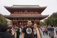 En el templo Sensoji Carlos y Pili