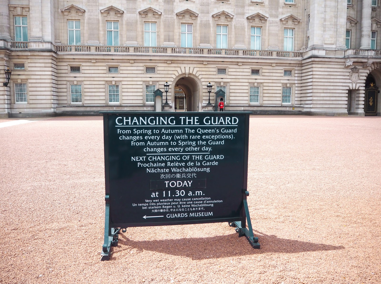 Postcards from London - Buckingham Palace