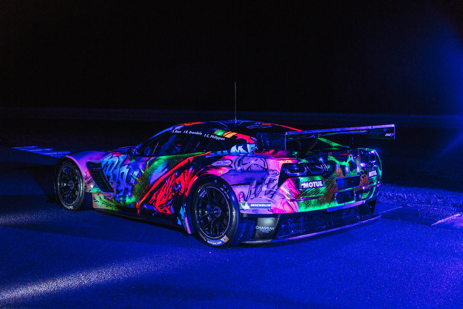 this glow in the dark corvette art car 39 s going to race at le mans carscoops. Black Bedroom Furniture Sets. Home Design Ideas