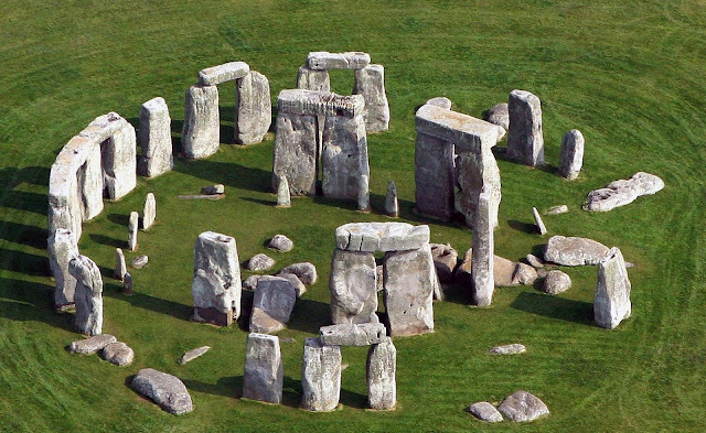 Pig remains reveal extensive human mobility to sites near Stonehenge
