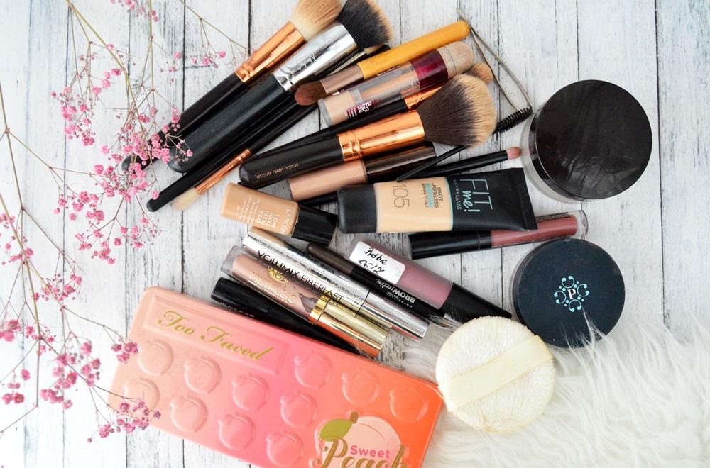 Moja podróżna kosmetyczka - jakie kosmetyki do makijażu zabieram ze sobą w podróż