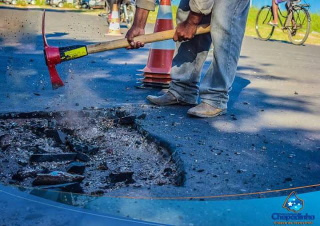 Com o fim do período chuvoso, a Prefeitura inicia os trabalhos de recuperação das princprincipais ruas em Chapadinha.