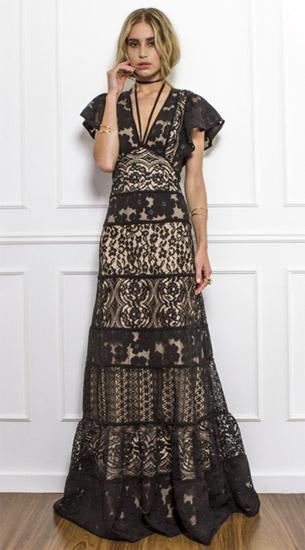 vestido longo com detalhes em renda e bordado Skazi coleção verão