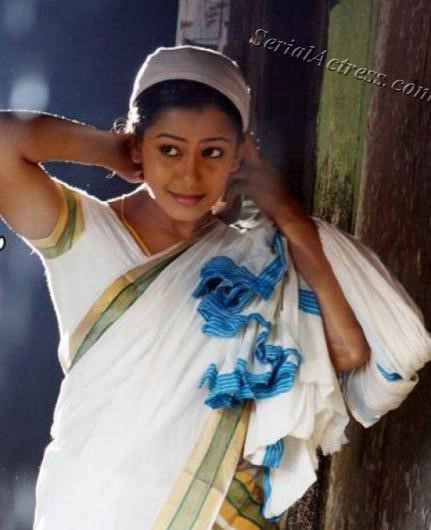 Veena Nair Tv Anchor: TV Serial Actress Devika Nambiar Photos