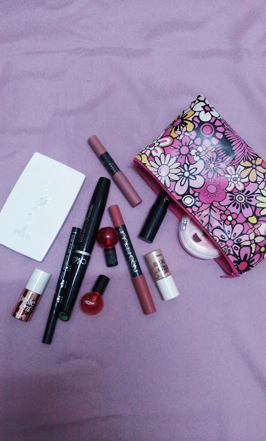 What's In My Bag [2015] | Lenne Zulkiflly
