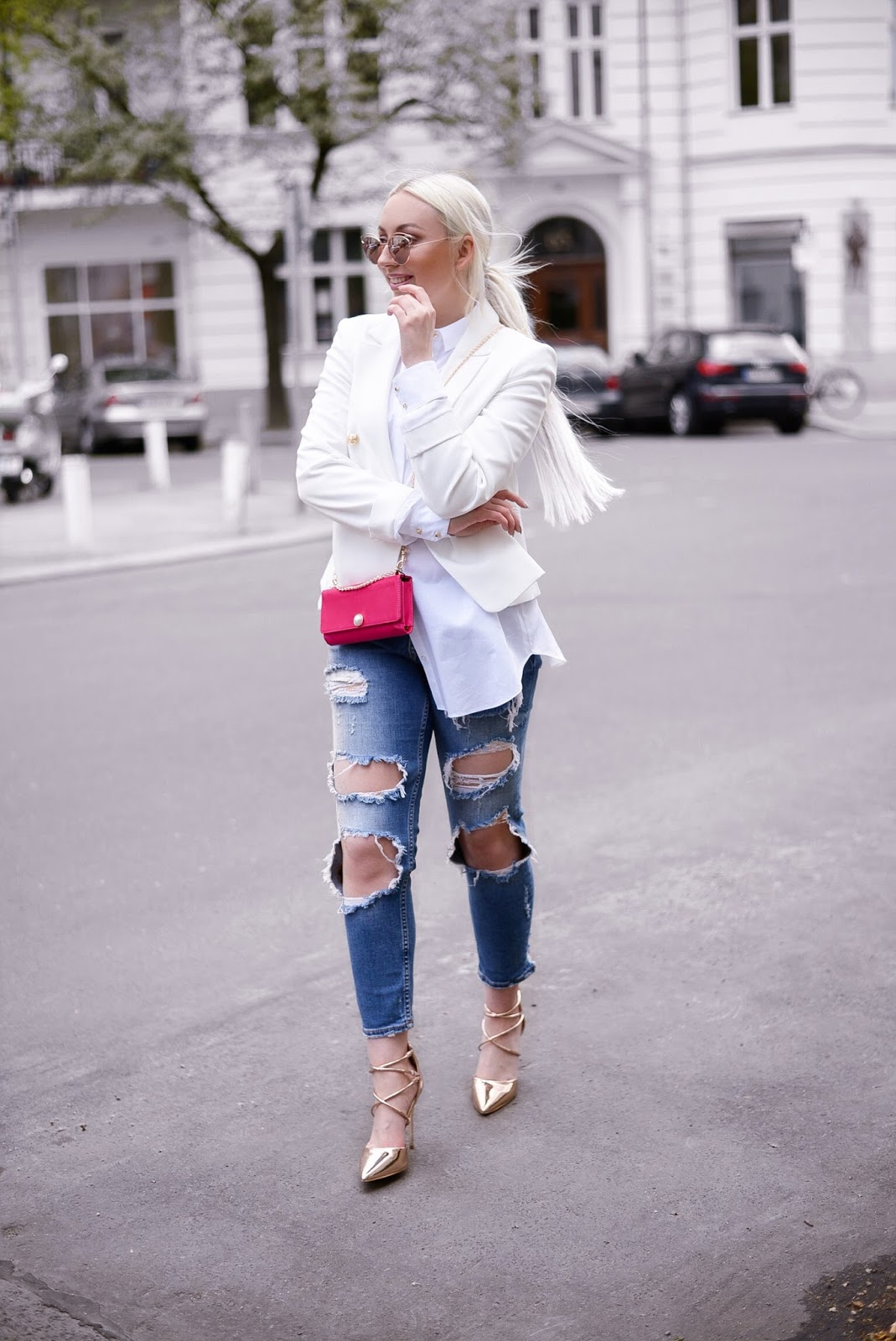 pop of pink_how to wear a pop of pink_zara ripped jeans