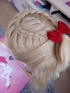 zabawa choinkowa-fryzury-fryzury dla dziewczynek-fryzury dla dzieci