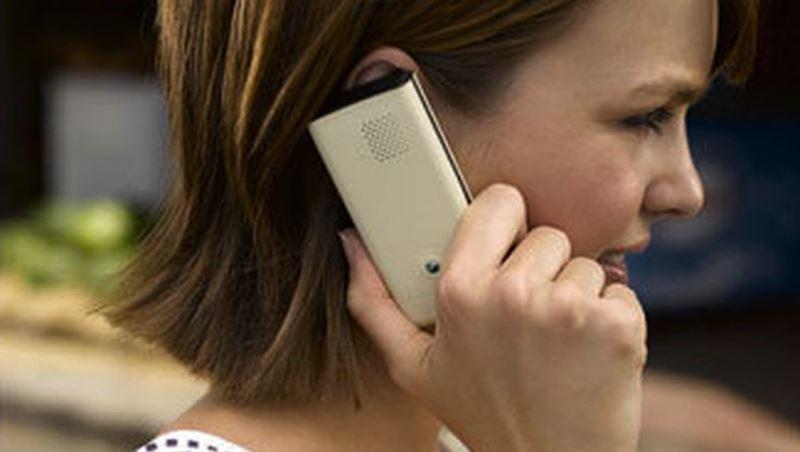 Cep telefonu ile konuşurken uzakta tutun