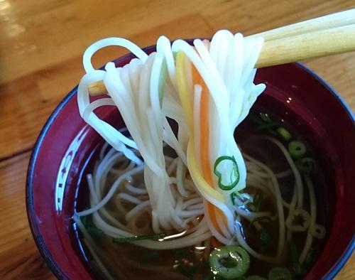 てびち定食の日替りスープのソーメンの写真