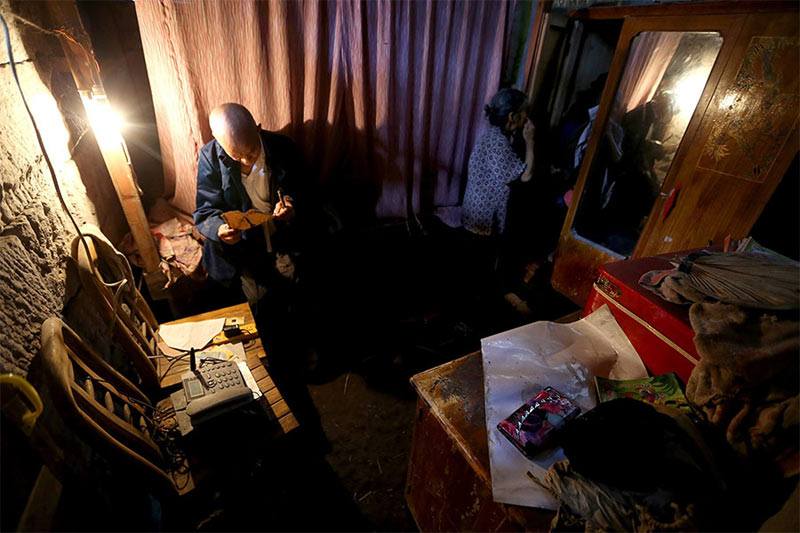 See the elderly couple who live in a cave for 54 years