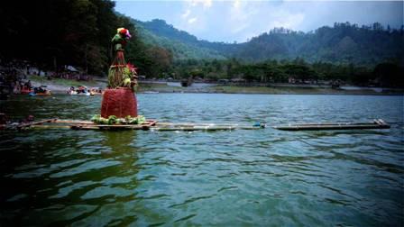 Danau Telaga Ngebel wisata ponorogo