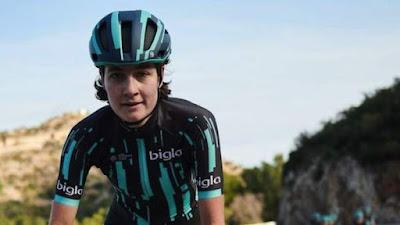 Mujer ciclista discriminada