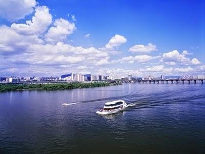 ล่องเรือชมแม่น้ำฮัน (Han River Cruises)
