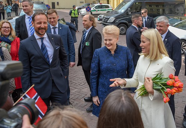 Crown Princess Mette-Marit and Crown Prince Haakon met with Lithuanian President Dalia Grybauskaite at Presidential Palace in Vilnius.