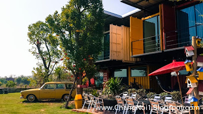 Staying at the Little Box Hotel & Coffee shop in Khon Kaen
