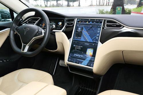 新たに発表されたテスラ・モーターズ「Model  S」の低価格モデルを購入しても、ユーザーはあとから、クルマを買い換えることなく機能をアップデートすることができる。