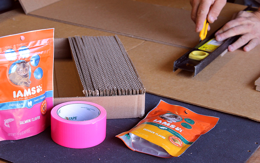 D.I.Y. Cardboard Cat Scratcher Tutorial- Easy and almost free! #IAMSCat (AD)