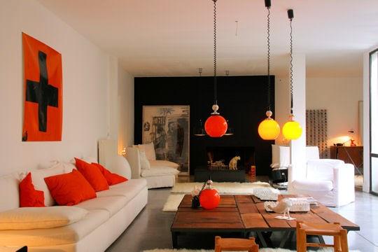 Decoración sala en naranja y negro