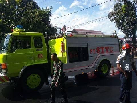STTC Bantu Pemadaman Mobil Terbakar di Pom Bensin Milik TNI