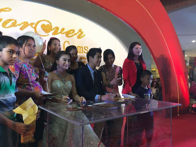 Wut HMhone Shwe Yi Attends Shwenandaw lucky draw event