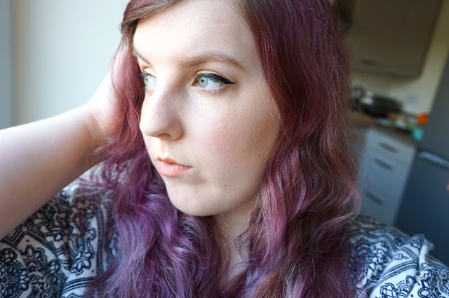 gold-eyeshadow