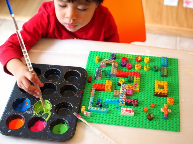 Paint your Lego board to make lego prints