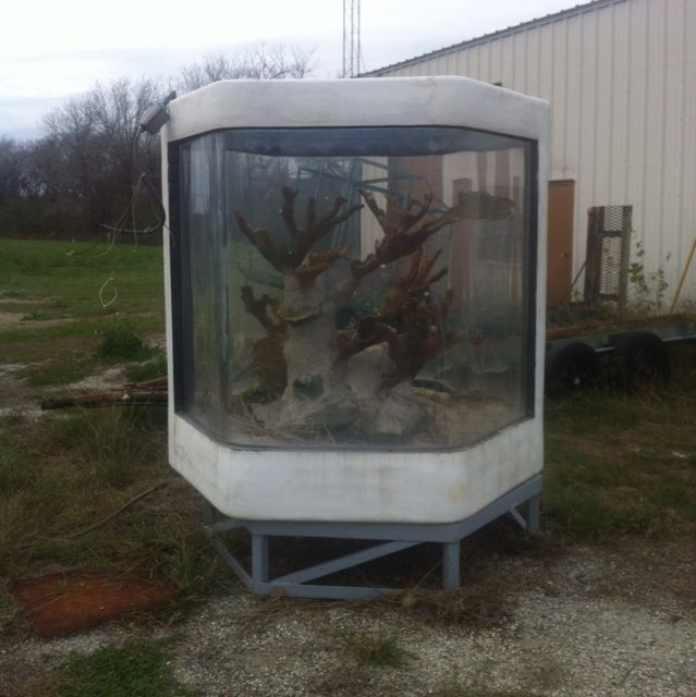 Giant Aquariums: 750 Gallon Commerial Aquarium