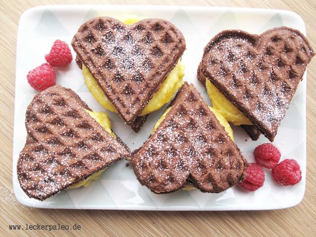Brownie-Waffeln mit Haselnüssen und Mango-Sorbet (glutenfrei, getreidefrei, laktosefrei, sojafrei)