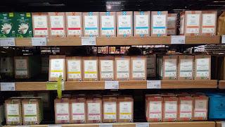 スーパーの紅茶売り場写真