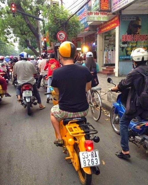 Xe gắn máy và quái nhân VietNam 8