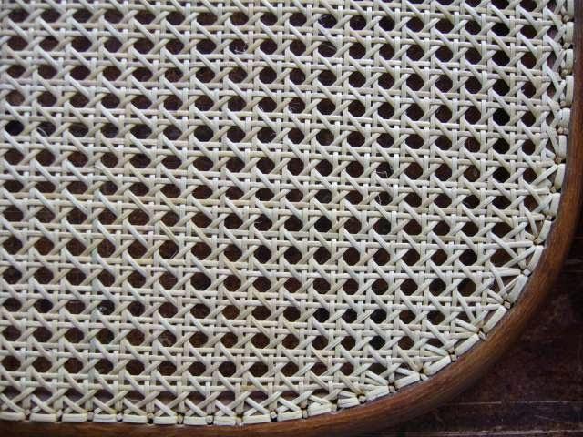 Stuhlreparatur-Reparatur von Thonetgewebe an Thonet-und ...