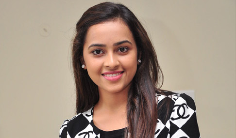 """Inspiration is all character app I've rayudulo - The heroine sridivya Sridivya startcesi career as a child actress in the name of a good actress, ""Manasa"", ""bus"", ""jasmine on the sirimallepuvvu ',' kerinta 'heroine starred in hit films such as heroine just four citralatone in the name of the successful Telugu girl sridivya mold. Unlike many superhit films in Telugu star, a heroine in Tamil also established. Sridivya mass hero heroine recently starred opposite Vishal. The film was released on May 27, heavily wonderful opening. Hari Venkateswara Pictures presentation directed by Vishal Muttiah banner 'Rayudu' image provided by the leading distributor jihari Telugu audience. On May 20, was a superhit in Tamil rilijaina to become the biggest opener of the image, rather than making a record collection. The heroine of the interview sridivyato. ""Rayudu, no response to the film coming? - Comes a very good response. The film already became a big hit in Tamil. Ten years after the release of the biggest opener visalgari career to become a superhit yunanimasga talk rather than being run successfully. Devi is located in Chennai capacity of 2,000 spectators at the first three days were filled with Housefull. So it seems that the film determine a range hit. Applause is coming specially to your kyarektarki? - This app character did in the film. My character is very rough and taphga. If the wrong bihev lagipetti Villains will come. In short guys is my character. Phasttaim Girl was in the village. Importance of the heroine films do not have much kyarektarski ippudostunna. This is the app I've done a lot of character and bold, be strong. My character rather than the women's characters in the film are all very powerful. In particular app should be the same as the character inspired by the ammayilandaru is ayyevidhanga. Visalgariki given such a character, the director Muttiah garu, my thanks Hari garu. How was it to work with the Vishal? - Visalgari 'he man' I've done it. The film looks at the very edcesanu visalgari Performance. As well have been parpham. He wanted to come to the definite award. But it did not come. Visalgarito to the Act was a memorable experience. The film has no fear when he first untaronani. So much fun with everyone on the set, making the move to close. Kamphartbulga philayyanu to work with him. I learned many things in the film. Hyumanbiying visalgaru good. Is a great service to the community nadigar. Rajapalyanlo built, as well as toilets. I also have some help. Where injustice, disaster will happen very fast visalgaru earlier. Muttiah's about taking the director? - Male, kevisvanadh muttayyagari film's images are also very natural, are realistic. And show how they act and how artistulandariki muttayyagaru. Also, I have tried to follow him. What is more Tamil films. Did not get what language problem? - First from the Tamil language, which means a lot of interest in me. Tamil movies Tamil language learned very quickly due to the slow. I'd say the film dubbed in English. Complete now speak Tamil. What are the main reasons hitki this film? - Grandmother - grandson of the sentimental, emotional drama was connected to everyone. Also in the film is that each of the Importance of kyarektarki. All have excellent Performance. Lilagaru Malayali actress who plays the character was great, especially the grandmother. Imamgari music, velrajgari photography, taking muttayyagari, visalgari Performance of the film's main asset was the hitki. The producer of two films banner Hari? - Harigaru distributor and producer, but also to take care of a lot of perfect planning, ""Rayudu 'film was a proper release. The producer of Good Taste. Publicity, promotion of the film is nowhere to be straightened without Compromise ""Rayudu 'film was a huge release. Harigari banner is quite happy to make this film. Are more likely to act in Tamil alone. Would do it in English? - Act in English will be sure to get good roles. ""Kerinta 'came after the gap. Offers are good in Tamil. Continue doing the films. English is for me to do. I will be sure to get good offers. ""Rayuduto Telugu audience is very happy being near. What are the next projects? - Karthi, sick, starring and directed by Gokul 'kasmora ""I am the image. It was a different picture. Playing a role in this film. As well as the life of a film with that Act. Plus how much of the music for this film was the Imam? - Imamgarito This is my fifth film. Lakkiga feeling to work with him. Ilayaraja's because the songs are so melodious hamcesela. All the songs in the film have been hit. ""Kelikera the heart of one of the inert flesh,"" like a lot of ch. What will be given preference before you commit to a movie? - Importance will first director. I will decide after the hearing that story. Importance should be, as well as a lot of my kyarektarki. Importance of all the films I've done so far have located sridivya he ended the interview."