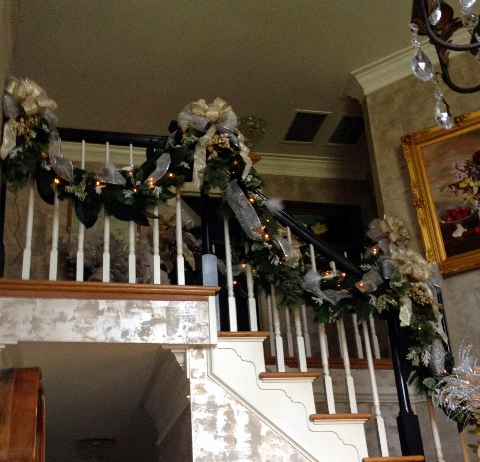 Elegant And Neutral Christmas Foyer: A Perfect Setting: Foyer Re-do With Christmas Decor