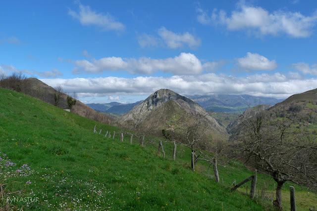 Peña Priede con el Sueve  - Piloña - Asturias