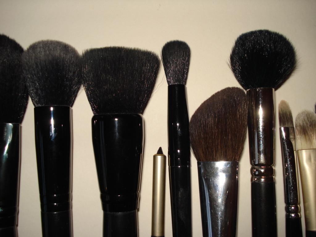 Blush Brush by Lily Lolo #16