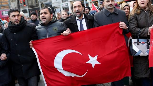 Τον τουρκικό όχλο ρίχνει στους δρόμους κατά των Κούρδων ο σουλτάνος Ερντογάν