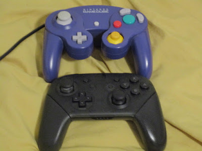Nintendo GameCube controller vs Nintendo Switch Pro Controller comparison