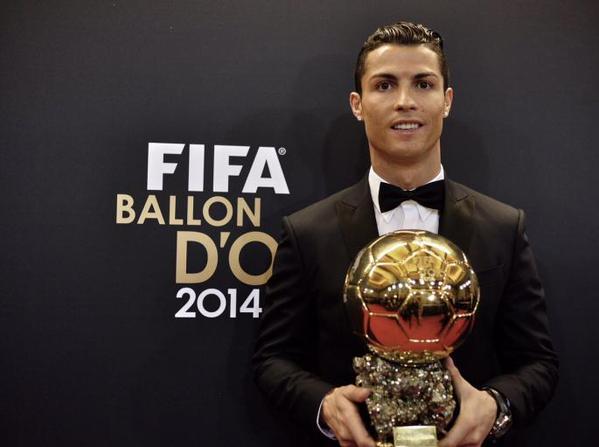 Cristiano Ronaldo Raih Penghargaan Ballon d'Or 2016