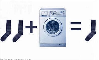 Wäsche waschen lustiges Socken verlieren in der Waschmaschine
