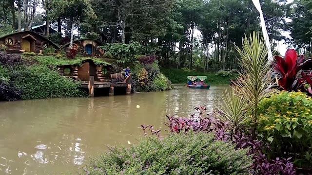 Bermain Perahu Dayung di Banyu Mili