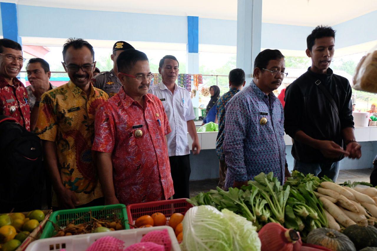 Foto 10: Peresmian Empat Pasar Rakyat di Kabupaten Sekadau di Resmikan oleh Bupati Sekadau, Jumat (6/4/2018).