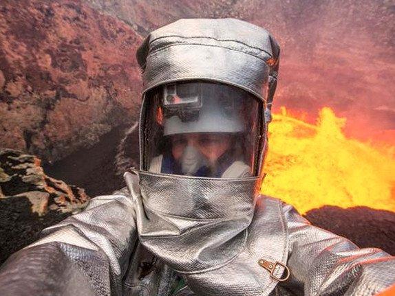Tirar Self perto do fogo