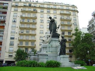 Plaza Carlos Pelegrini, na Recoleta, em Buenos Aires