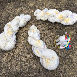 Primavera: Laine mérino organique et éthique (50 grammes); laine mouchetée, teintée à la main, aiguilles 4/5
